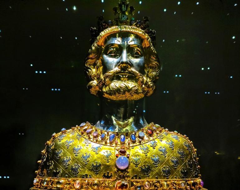 Aken, Karel de Grote, buste