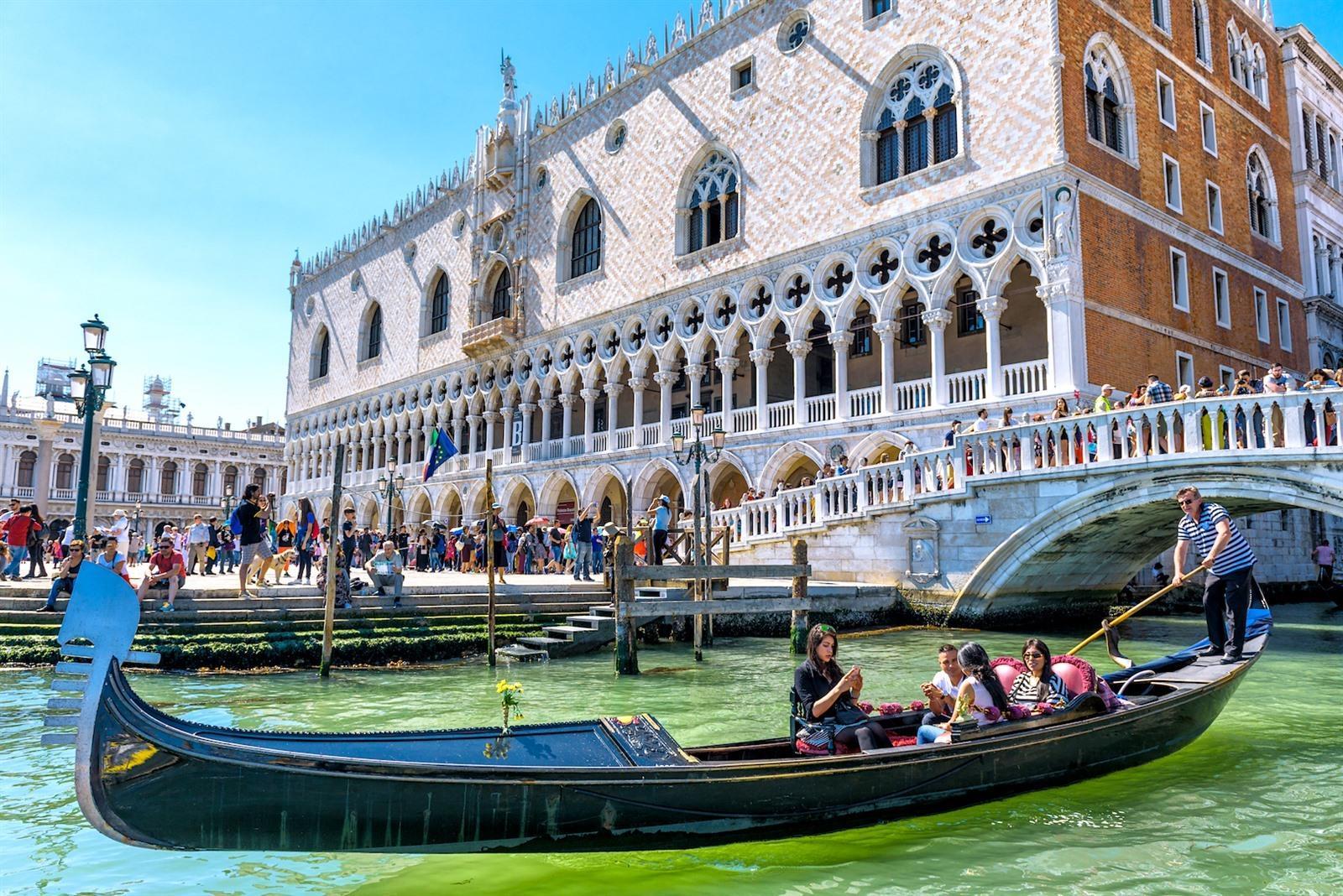 Met De Gondel Varen In Venetie Wat Kost Het Tips Prijzen