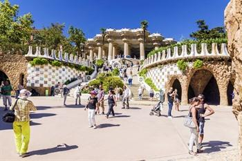 Touristen in Park Güell